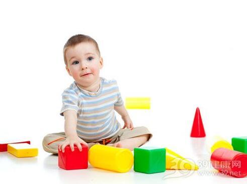 1岁以下宝宝该玩什么样的玩具?
